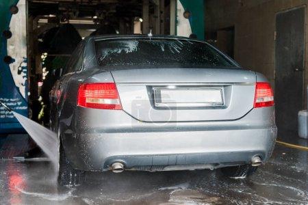 Foto de Lavadora portátil con presión de agua en el automóvil gris - Imagen libre de derechos