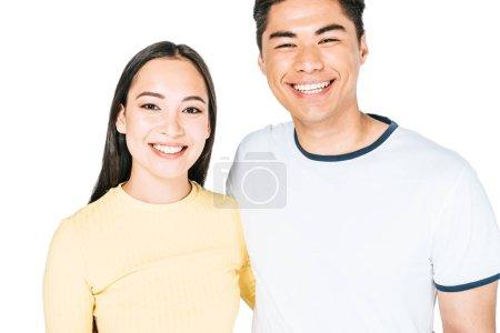 Photo pour Homme et femme asiatiques heureux souriant tout en regardant l'appareil-photo d'isolement sur le blanc - image libre de droit