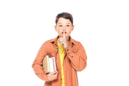Photo pour Vue avant des livres de fixation d'enfant et affichant le geste de silence d'isolement sur le blanc - image libre de droit