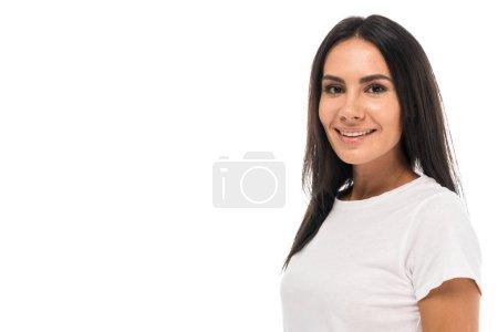 Photo pour Jolie femme souriante regardant la caméra isolée sur blanc - image libre de droit