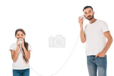 Photo pour Gamin tenant boîte de conserve et jouer avec beau père isolé sur tandis que - image libre de droit