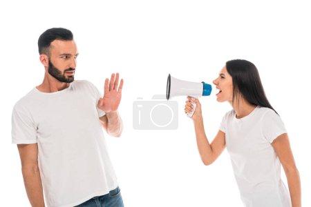 Photo pour Femme en colère criant dans mégaphone près homme barbu isolé sur blanc - image libre de droit