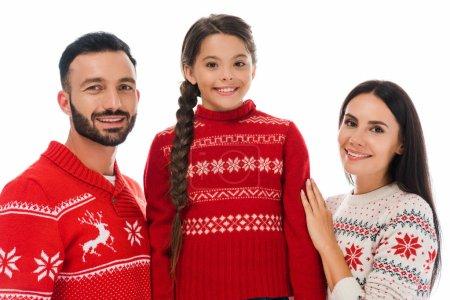 Photo pour Famille positive dans les chandails de Noël souriant isolé sur blanc - image libre de droit