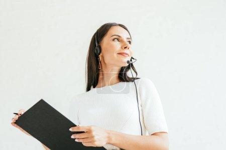 Photo pour Vue à faible angle du courtier dans le tableau d'affichage du casque d'écoute - image libre de droit