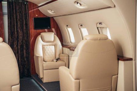 Photo pour Luxe, cabine confortable et moderne de l'avion privé - image libre de droit