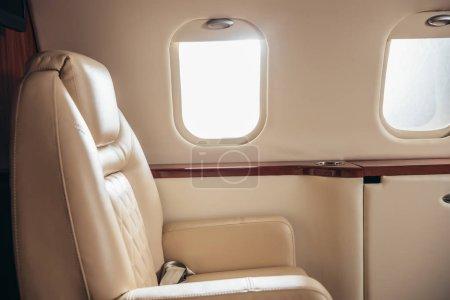 Photo pour Cabine de luxe, confortable et moderne de l'avion privé - image libre de droit
