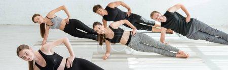 Photo pour Photo panoramique de cinq jeunes pratiquant le yoga en pose de planche latérale - image libre de droit