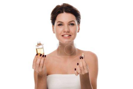 Photo pour Femme heureuse tenant bouteille en verre avec de l'huile isolée sur blanc - image libre de droit