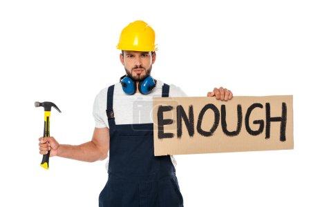 Photo pour Constructeur en colère tenant panneau avec assez de lettrage et marteau isolé sur blanc - image libre de droit