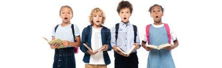 Photo pour Concept panoramique d'écoliers multiculturels et surpris tenant des livres isolés sur blanc - image libre de droit