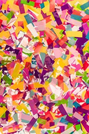 Photo pour Vue de dessus de fond lumineux coloré confettis - image libre de droit