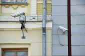 """Постер, картина, фотообои """"крупным планом зрения камер безопасности на фасадах различных зданий"""""""