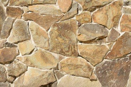 Photo pour Image plein cadre de fond de mur de pierre - image libre de droit
