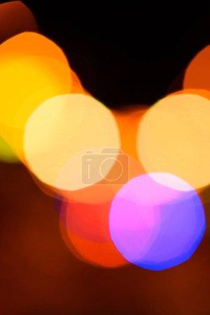 Foto de Cerrar vista de bokeh coloridas luces como telón de fondo - Imagen libre de derechos