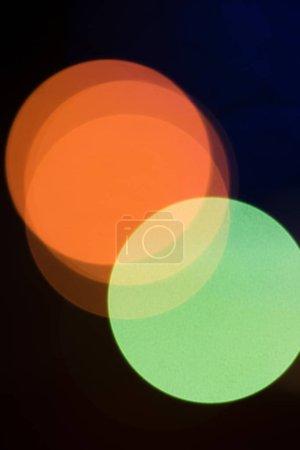 Foto de Luces de noche de la ciudad de bokeh sobre fondo negro - Imagen libre de derechos