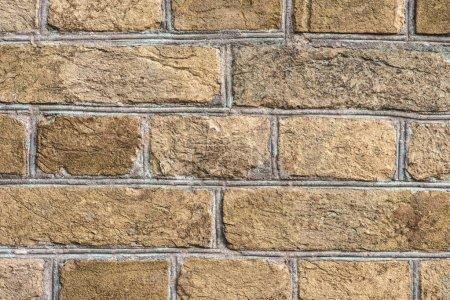 mur en brique grungy brun avec la lumière du soleil