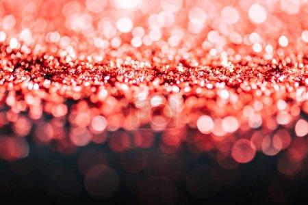 fond de Noël lumineux avec des paillettes rouges déconcentrées