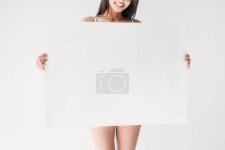Photo pour Image recadrée de femme souriante tenant bannière blanc isolé sur fond gris - image libre de droit