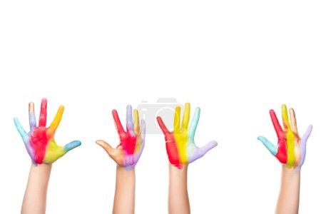 Foto de Imagen recortada de los escolares que muestran las manos pintadas de colores aislados en blanco - Imagen libre de derechos