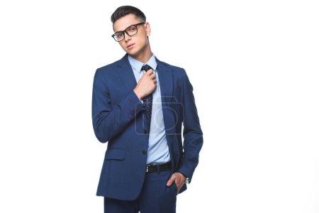 Photo pour Attrayant jeune homme d'affaires en veste bleue élégant isolé sur blanc - image libre de droit