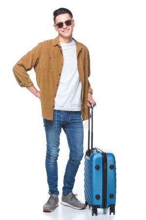 Photo pour Beau jeune homme avec des bagages regardant caméra isolé sur blanc - image libre de droit