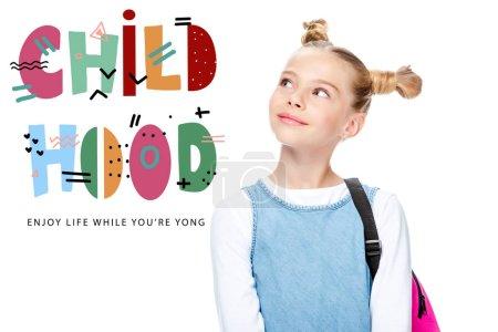 """Photo pour Portrait d """"écolier joyeux levant les yeux isolés sur le blanc, avec lettrage"""" enfance profiter de la vie pendant que vous êtes jeune """" - image libre de droit"""