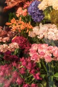 """Постер, картина, фотообои """"Красивые розы и гвоздики цветы в цветочный магазин"""""""