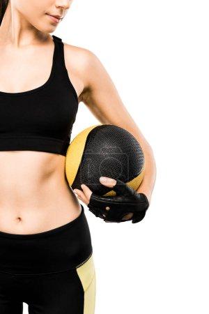 Photo pour Vue recadrée de belle sportive tenant médecine-ball isolé sur blanc - image libre de droit