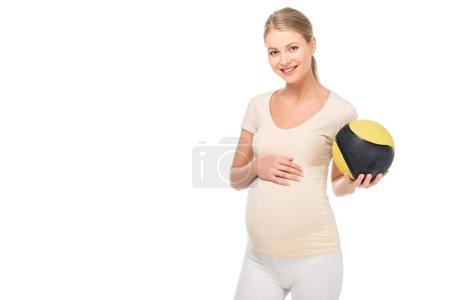 Photo pour Heureuse femme blonde enceinte tient le ballon en main gauche isolé sur blanc - image libre de droit