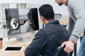 """Постер, картина, фотообои """"обрезанные выстрел бизнес коллег с помощью настольного компьютера с веб-сайт сегодня на экране в офисе"""""""