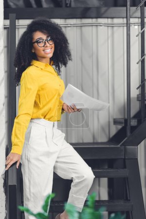 Attractive young african american businesswoman ho...