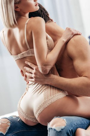 Photo pour Cropped view of of attractive girlfriend and boyfriend hugging and making love in bed - image libre de droit