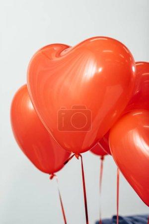 Photo pour Ballons coeur rouge pour la Saint-Valentin comme cadeau - image libre de droit