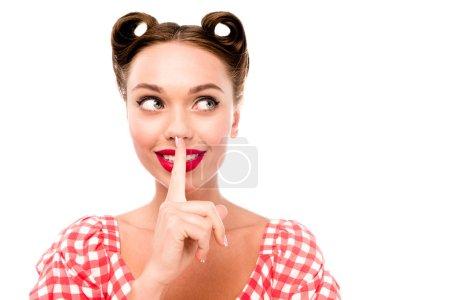 Photo pour Séduisante pin-up girl montrer signe de silence isolé sur blanc - image libre de droit