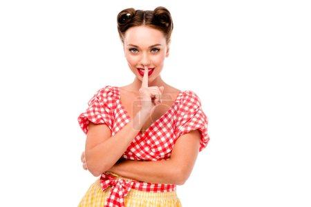 Photo pour Jeune pin up fille montrer signe de silence isolé sur blanc - image libre de droit