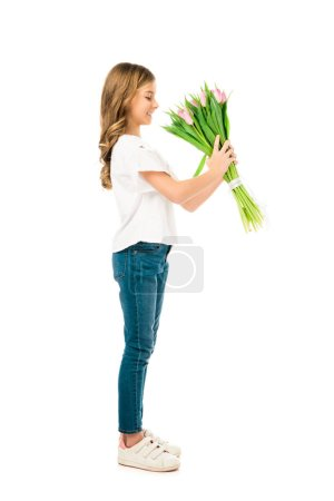 Photo pour Enfant adorable bouquet de belles fleurs roses isolé sur blanc - image libre de droit