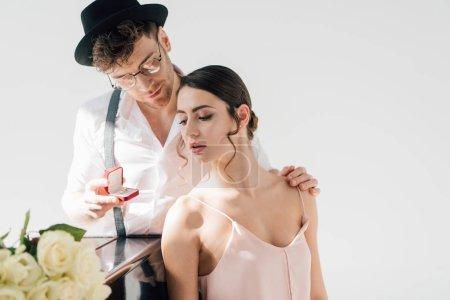 Foto de Handsome man making wedding proposal to beautiful girl - Imagen libre de derechos