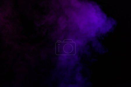 Photo pour Fond noir de fumée violette spirituelle - image libre de droit