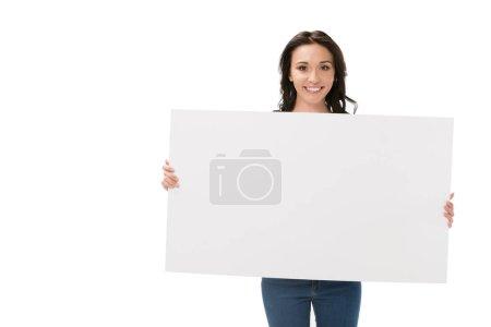 Photo pour Portrait de femme souriante avec bannière vierge en mains regardant caméra isolé sur blanc - image libre de droit