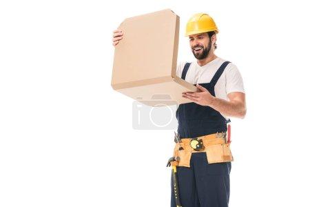 Photo pour Heureux ouvrier en dur ceinture chapeau et outil ouvrir la boîte de pizza isolé sur blanc - image libre de droit