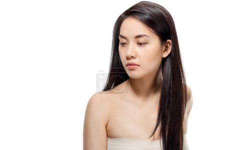 Foto de Retrato de modelo asiático con cabello sano y brillante posando aislado en blanco - Imagen libre de derechos