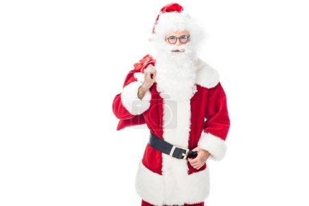 boldog Mikulás a szemüvegek tartja karácsonyi zsák vállon elszigetelt fehér background