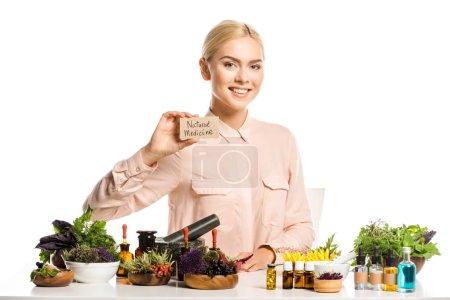 Photo pour Sourire carte portefeuille femme avec médecine naturelle signe isolé sur blanc - image libre de droit