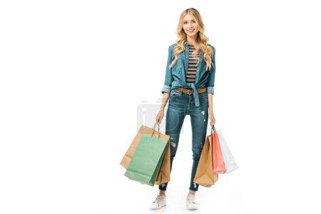 Photo pour Jeune femme heureuse avec des sacs à provisions colorés isolés sur blanc - image libre de droit