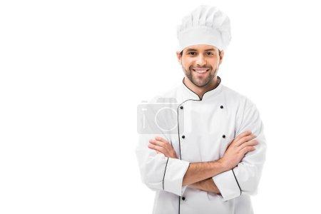 Foto de Joven chef sonriente con los brazos cruzados mirando a cámara aislada en blanco - Imagen libre de derechos