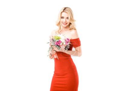 Photo pour Belle femme en robe rouge, tenant des fleurs isolés sur blanc - image libre de droit