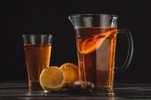 """Постер, картина, фотообои """"чай с лимонами и имбирь в стекла и jar на деревянном столе, сложенные"""""""