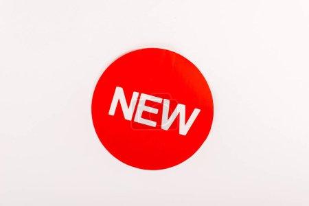 Photo pour Vue du haut de l'icône avec le mot 'nouveau' isolé sur blanc - image libre de droit
