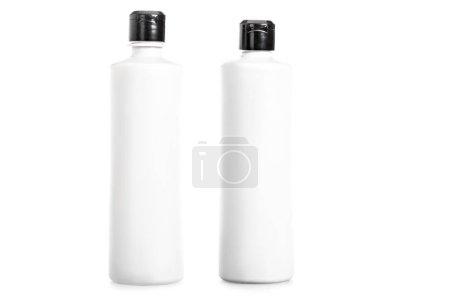 Photo pour Photo de studio de bouteilles de shampoing isolés sur blanc - image libre de droit