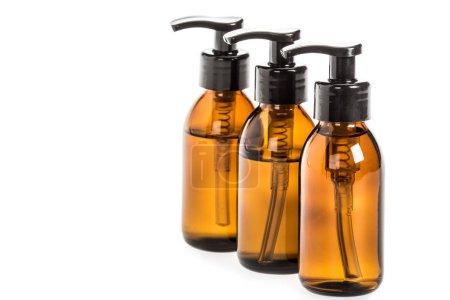 Photo pour Photo de studio de bouteilles de savon liquide isolés sur blanc - image libre de droit